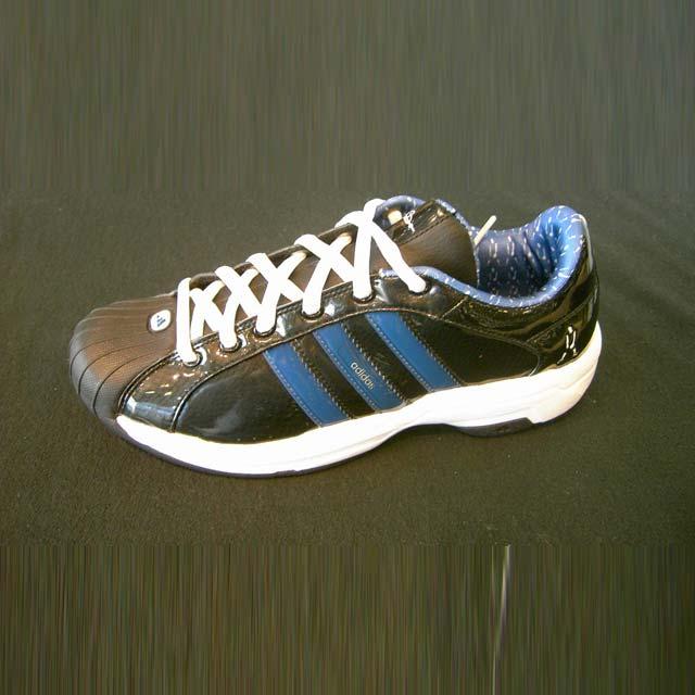 懂adidas鞋子的进来
